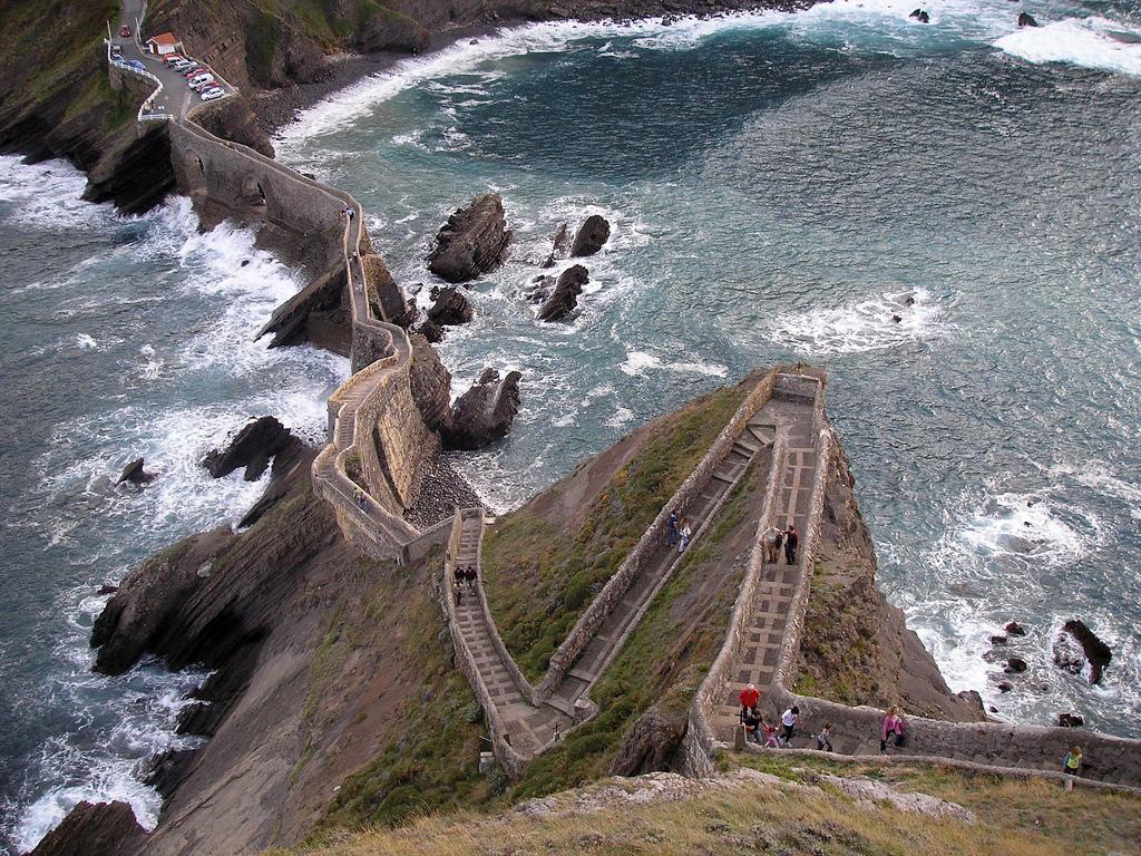Лестница над морем